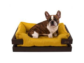 Спальное место для собаки из дерева фото